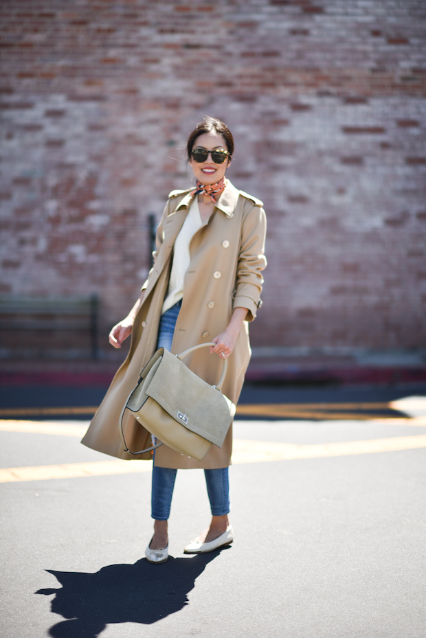 trench-coat-givenchy-tote-2