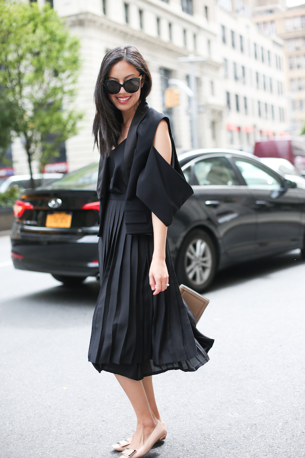 all-black-pleated-skirt-outfit-1
