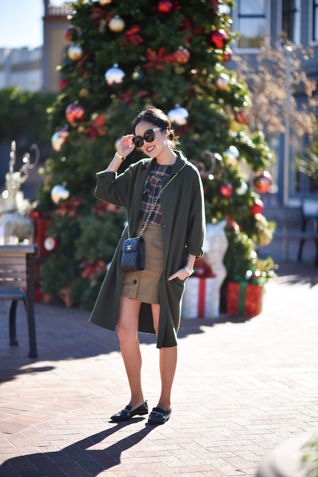 9to5chic-outfits-jcrew-holiday-ruffle-top-3